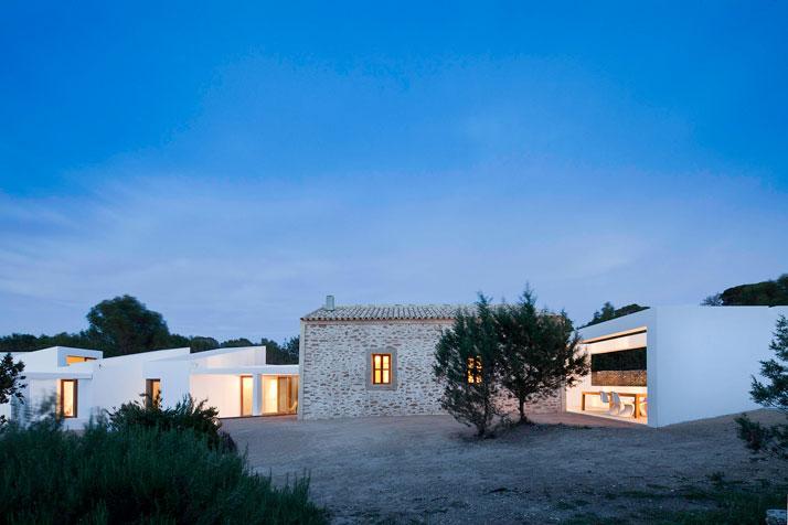 Formentera stile mediterraneo contemporaneo for Moderna architettura mediterranea